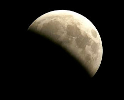 full_moon_eclipse_April_25_13