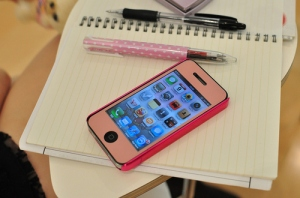 apps-cell-cellphone-iphone-iphone-4-notebook-Favim.com-47910